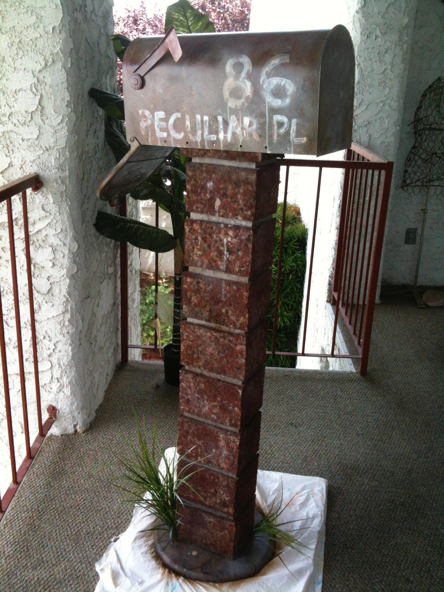 86 Peculiar Place Mailbox
